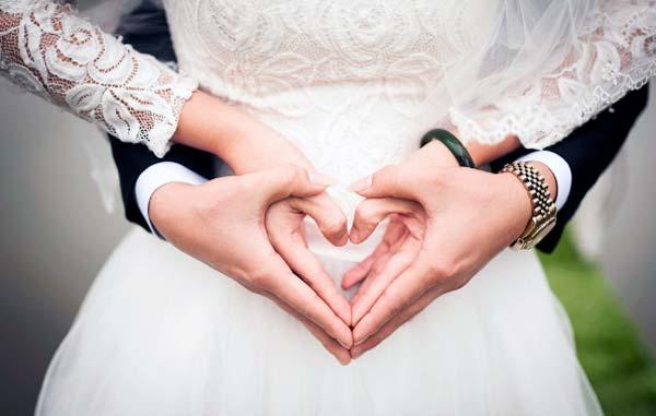 accesorios que no pueden faltar a los novios durante la boda